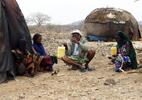 Tumal talks to women in Garwale